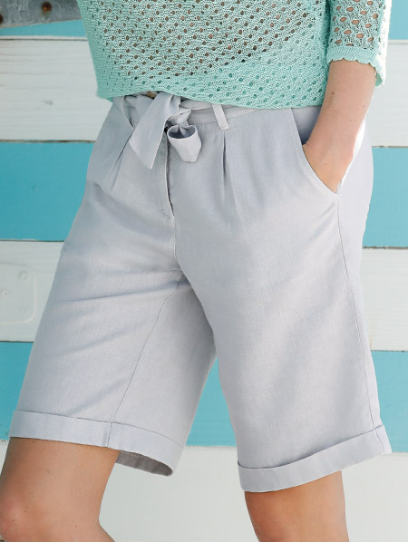 Shorts Knielang Hellgrau