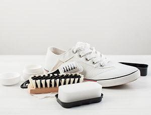 WENZ Schuhpflege bei Kunstlederschuhen